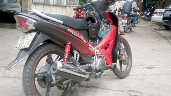Dàn cảnh cướp xe máy của nữ sinh ở Sài Gòn