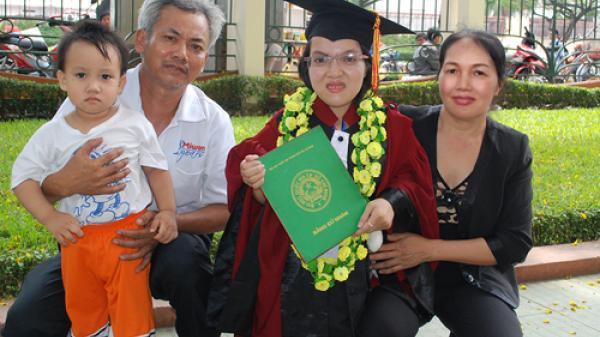 Cô gái Sài Gòn cao 93cm kiếm 100 triệu mỗi tháng