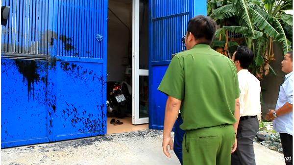 TP. HCM: Tạt sơn bẩn vào nhà dân vì không đóng tiền dân phòng