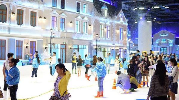 Giới trẻ háo hức với khu vui chơi trượt tuyết lớn nhất Đông Nam Á tại Sài Gòn