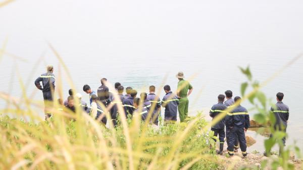 Ngã xuống 'hồ tử thần' Làng đại học, học sinh lớp 7 chết đuối thương tâm