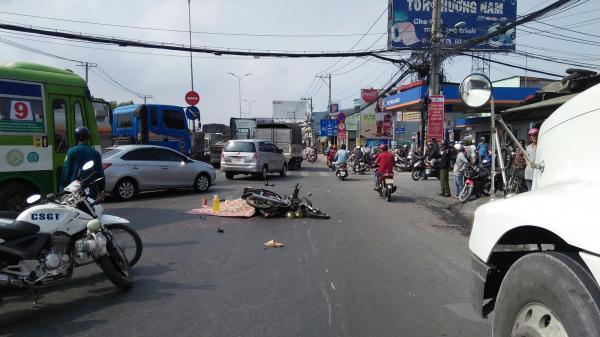 TP.HCM: Va chạm giao thông rồi ngã xuống đường, người đàn ông bị bánh xe đầu kéo cán qua người tử vong