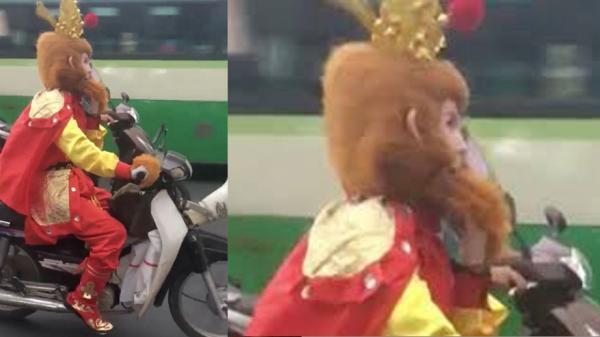 Bất ngờ bắt gặp Tôn Ngộ Không đi thỉnh kinh bằng xe máy ở Sài Gòn, Cân Đẩu Vân ở đâu chưa rõ