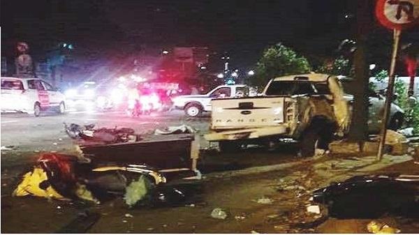 Ô tô húc văng nhiều xe máy ở Sài Gòn, tông gãy cây xanh, ít nhất 1 người chết và nhiều người khác nằm la liệt trên đường
