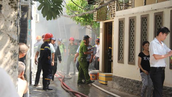 TP.HCM: Cháy căn nhà gia công hàng may mặc trong hẻm, người dân hô hoán dập lửa nhưng bất thành