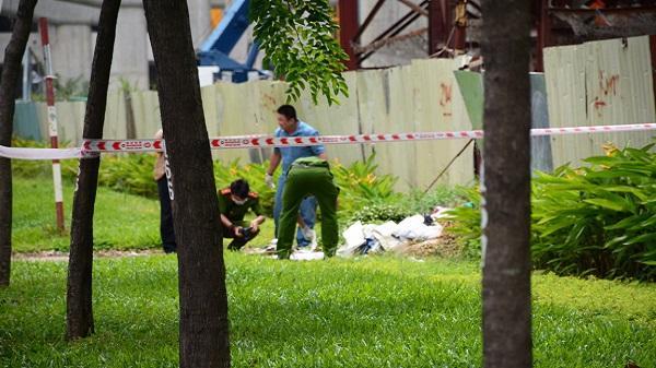 Người đàn ông gục chết bên hàng rào Metro ở Sài Gòn