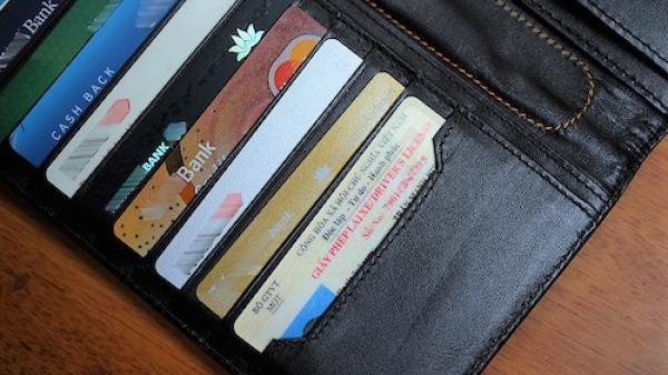 Agribank, Eximbank bất ngờ tăng phí giao dịch: Khách than hủy thẻ hoặc cắt bớt dịch vụ