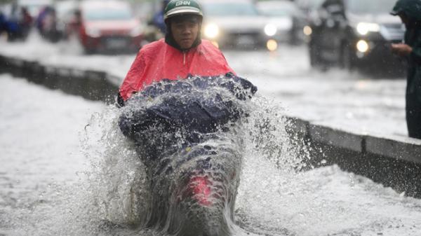 Những thói quen xấu khi tham gia giao thông mùa mưa tại VN