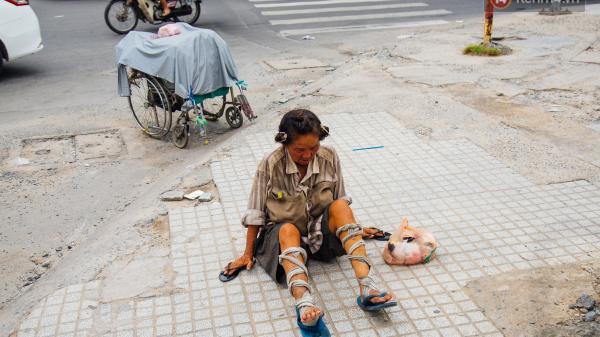 Được mệnh danh hoa khôi thời trẻ, về già chịu cảnh ngủ đường, lết bằng 2 tay bán báo vỉa hè Sài Gòn mưu sinh