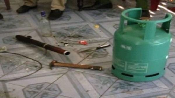 Chồng khống chế vợ, dọa châm lửa bình gas ở Sài Gòn