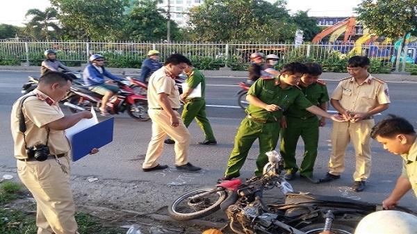 TP. HCM: Lái xe tự té ngã, 2 người thương vong
