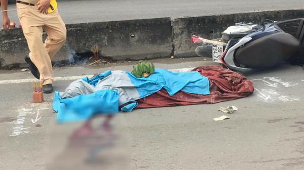 Thanh niên tử vong vì tấm bạt xe ben đứt rơi trên đường phố Sài Gòn