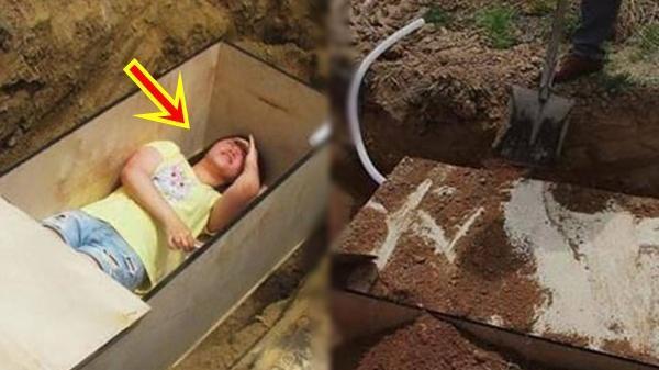 Cô gái muốn được thử bị chôn sống, gia đình đồng ý nhét vào quan tài lấp đất, ai ngờ tới lúc đào lên bật nắp ra mà hoảng hốt