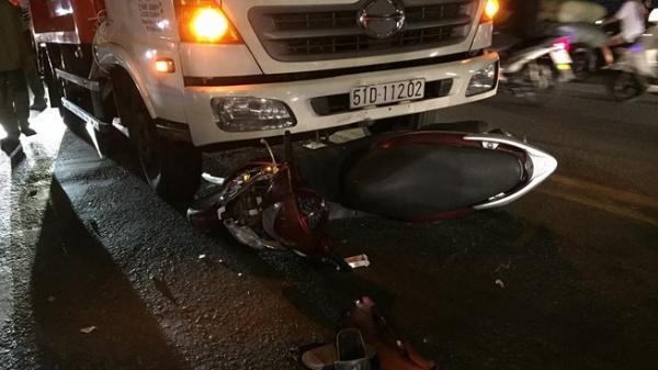 TP.HCM: Say rượu tông vào xe chở rác, nam thanh niên nguy kịch