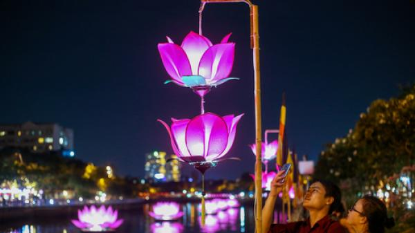 3 km kênh Nhiêu Lộc được thắp sáng đèn lồng mừng lễ Phật đản