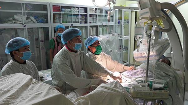 Trực thăng đưa bệnh nhân bị nhồi máu từ Trường Sa về TP.HCM cấp cứu