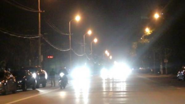 Mức phạt chính thức đối với ô tô, xe máy bật đèn pha trong khu đô thị buổi tối