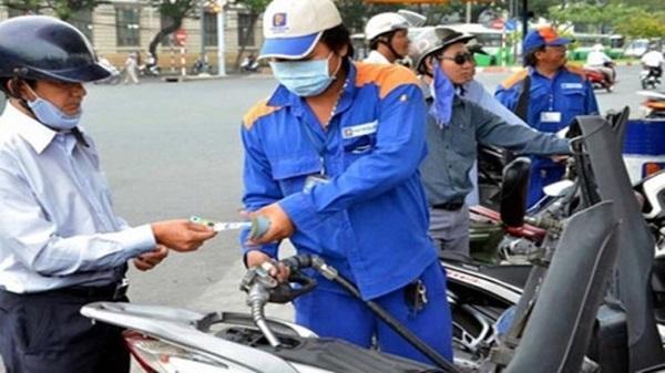 Từ ngày 1/8 có thể thanh toán tiền xăng bằng thẻ ATM