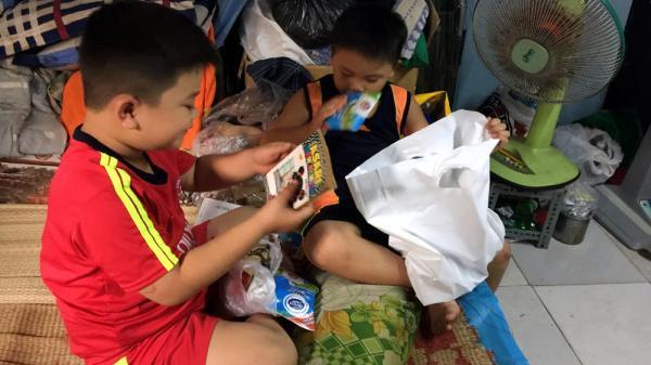 Chiếc đùi gà nóng hổi và cậu bé nghèo ở Sài Gòn ngày Tết thiếu nhi