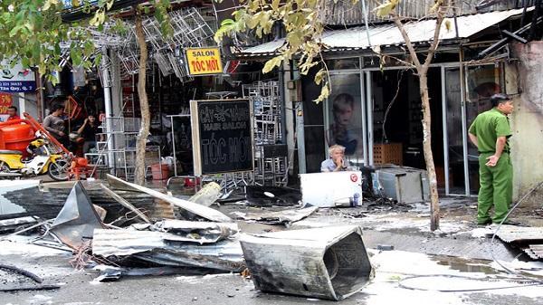 Ba cửa hàng ở Sài Gòn cháy ngùn ngụt giữa trưa