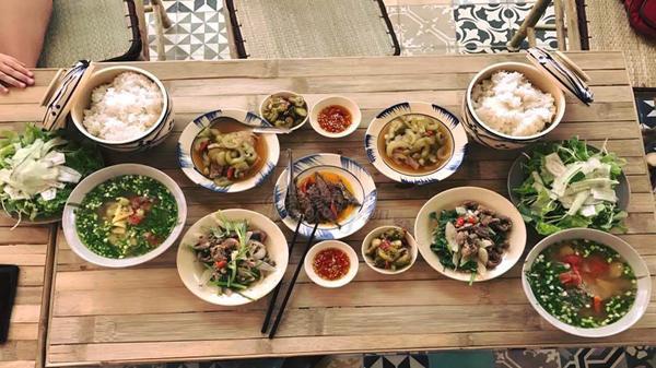 Cận cảnh menu 'món ăn quê nhưng giá thành phố' trong quán cơm Trường Giang