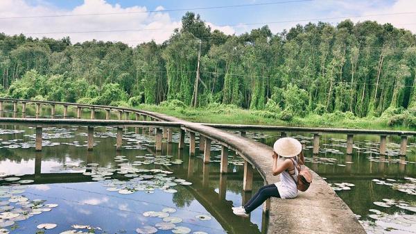 Tròn mắt với 'con đường tình yêu' của làng nổi Tân Lập