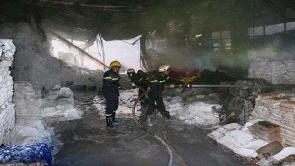Cháy nổ lớn tại xưởng sơn ở TP.Hồ Chí Minh