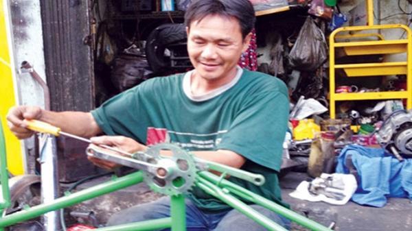 Người đàn ông mù chữ và những chiếc xe từ thiện