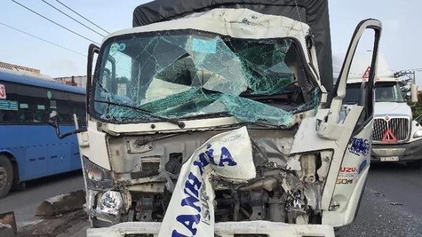 TP.HCM: Xe tải tông vào nhà dân sau va chạm liên hoàn