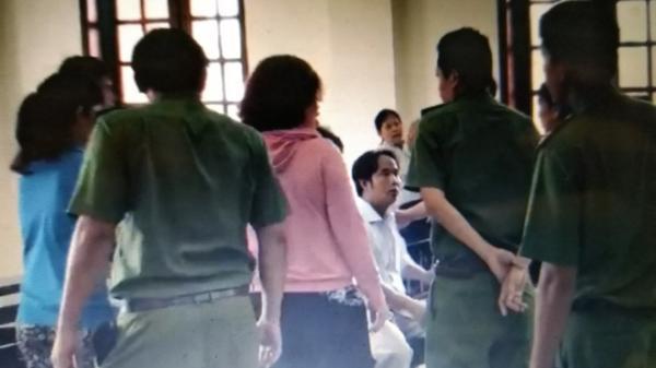 Clip: Nhóm người tấn công kiểm sát viên, phóng viên ngay tại tòa TP.HCM