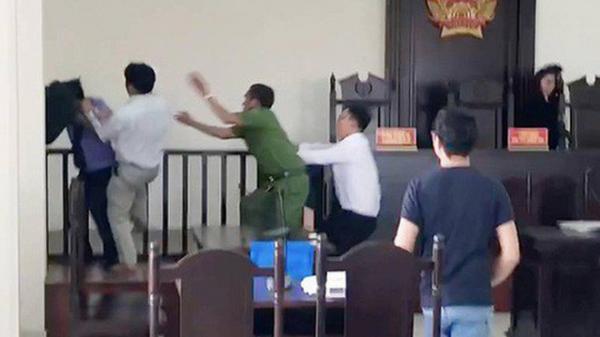 """Trưởng Công an huyện Bình Chánh lên tiếng việc """"Chí Phèo"""" đánh kiểm sát viên, phóng viên"""