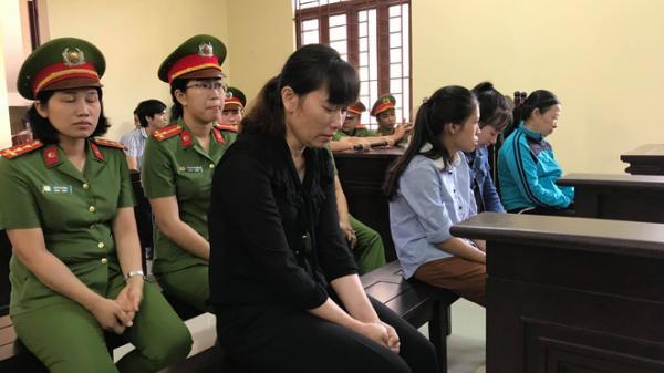 """Xét xử vụ bạo hành trẻ em chấn động dư luận tại trường Mầm Xanh ở Sài Gòn: Bị cáo bật khóc vì """"không nhớ đánh bao nhiêu trẻ"""""""