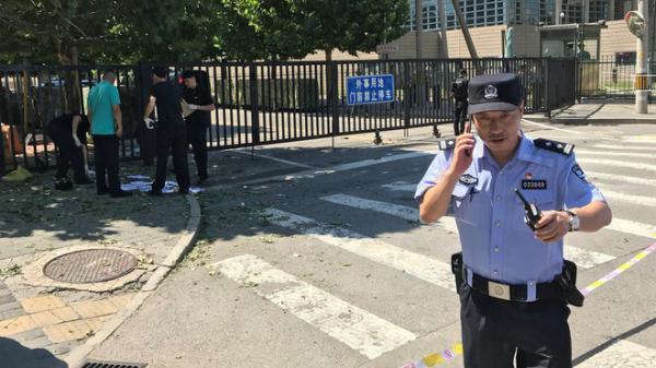 NÓNG: Nổ lớn bên ngoài đại sứ quán Mỹ tại Bắc Kinh