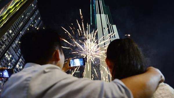 Tòa nhà cao nhất Việt Nam ở Sài Gòn rực rỡ trong pháo hoa và ánh sáng nghệ thuật