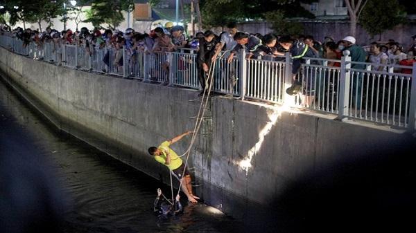 Nghi can cướp chết đuối khi nhảy xuống kênh ở Sài Gòn để thoát thân