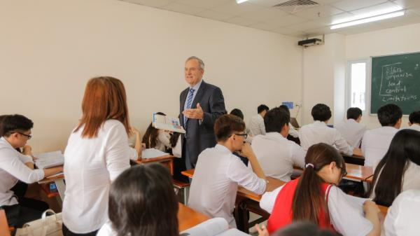 Những kiểu giảng đường cực chất của sinh viên Ngôn ngữ Anh HUTECH TP.HCM