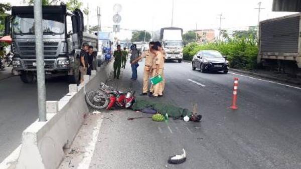 TP.HCM: Xe máy bị xe container kéo lê hơn 10 mét khiến một người tử vong