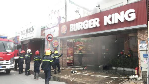 Cháy tiệm thức ăn nhanh ở Sài Gòn