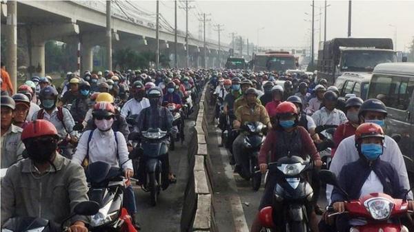 """Xe container tông xe buýt, """"cửa ngõ"""" Sài Gòn kẹt cứng"""