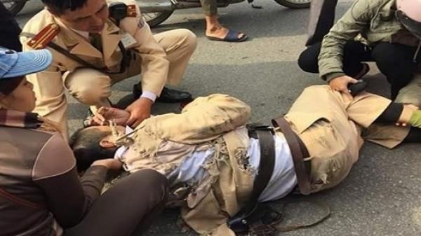 TP.HCM: Dùng hung khí dọa đâm vợ cũ nên bị mời về trụ sở làm việc, người đàn ông còn tấn công khiến công an bị thương