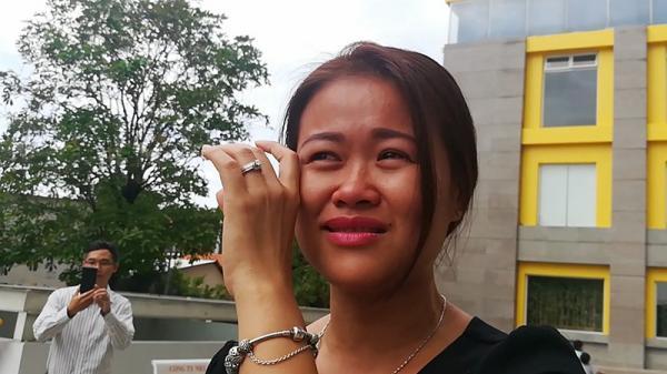 Cư dân Carina bức xúc bật khóc nức nở khi nhận thông báo bị cắt hỗ trợ