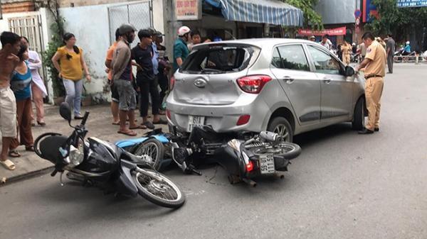 Quận 8: Xế hộp lùi như 'đua', hạ gục hàng loạt xe máy