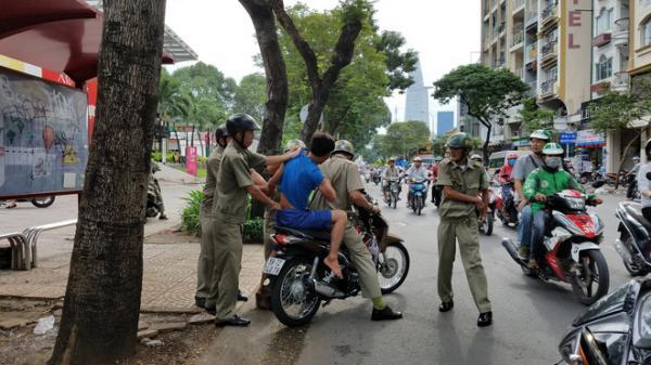 Người nghiện, người lang thang tháo chạy nháo nhào ở trung tâm TP.HCM