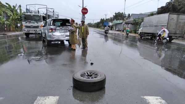 Tông xe liên hoàn trên đường dẫn cao tốc TP.HCM – Trung Lương