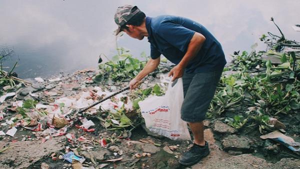 5 năm đi bới rác không cần tiền, câu chuyện đằng sau người đàn ông Sài Gòn khiến tất cả nể phục