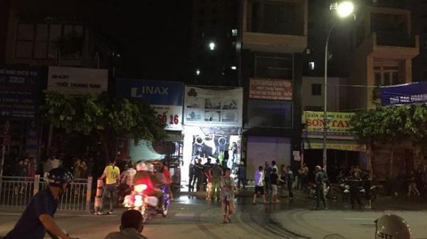 Cháy nhà ở Tân Phú, 3 người phụ nữ leo lên nóc thoát chết