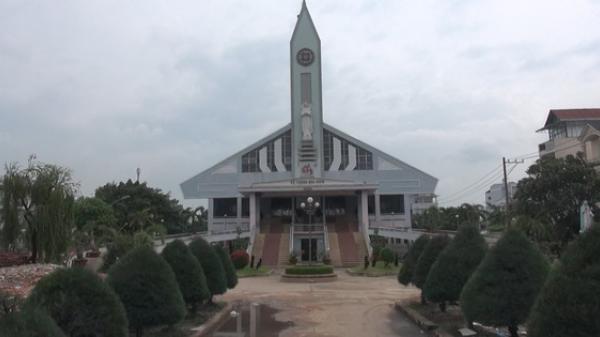 """Cận cảnh nhà thờ 5.500 tấn ở Sài Gòn được """"thần đèn"""" nâng lên 2m"""