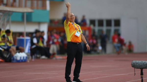 """Nghịch lý: Việt Nam thắng, thầy Park """"méo mặt"""";  Nhật Bản thua, HLV cười """"hết cỡ"""""""