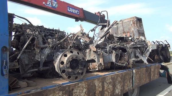 Ô tô khách tông container bị cháy trên cao tốc TP.HCM – Trung Lương