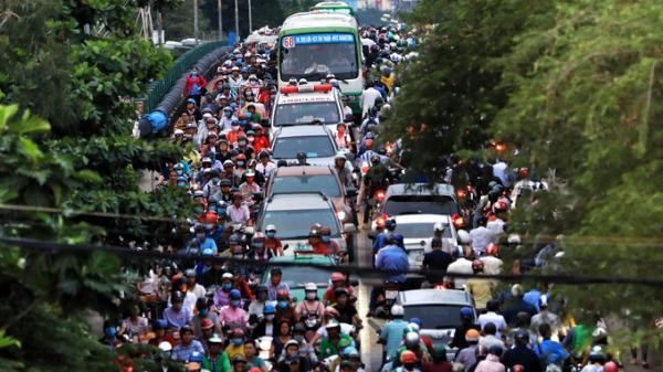 Con đường thường xuyên kẹt một km ở Sài Gòn